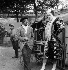 'Mimile and Maiss'  – Le cirque by Robert Doisneau