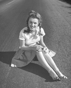 Marilyn Monroe by Andre de Dienes Young Marilyn Monroe, Norma Jean Marilyn Monroe, Marilyn Monroe Quotes, Hollywood Actresses, Old Hollywood, Pin Up, Montage Photo, Actrices Hollywood, Norma Jeane