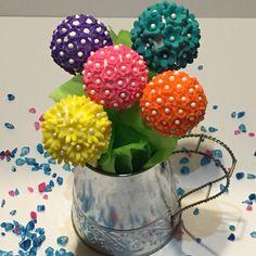 Flower cakes pops.