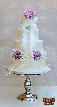 Lilac details on a white vintage wedding cake - Pastel vintage en lila de Jelly Cake