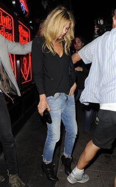 Model Street Style : Kate Moss in Boyfriend Jeans Looks Street Style, Model Street Style, Looks Style, Style Me, Fashion Mode, Look Fashion, Autumn Fashion, Mode Outfits, Casual Outfits