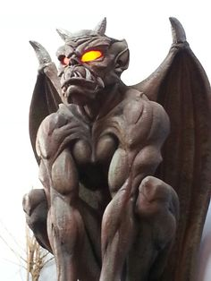 Gargoyles Gargoyle tattoo The History of Gargoyles & Grotesques (Facts, Information, Pictures Magical Creatures, Fantasy Creatures, Dragons, Gothic Gargoyles, Gargoyle Tattoo, Teheran, Modelos 3d, Angels And Demons, Copic