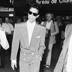 Elvis Presley — Timeless Celebrities at Airports