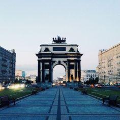 """""""Московские Триумфальные ворота. Автор фото @kwelt Выбор @urayxor #mskpit  __ Triumphal Arch of Moscow, Russia. Photo by @kwelt Selected by @urayxor"""""""