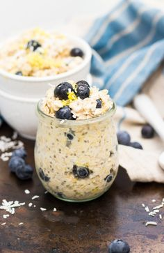 This Blueberry Lemon Coconut Overnight Oats recipe is so easy and ready in the morning for you! Chia seeds, almond milk, fresh blueberries and more are a healthy way to start your morning. Can be made vegan as well! Oats Recipes, Healthy Recipes, Pudding Recipes, Free Recipes, Peach Overnight Oats, Perfect Breakfast, Breakfast Ideas, Mexican Breakfast, Recipes