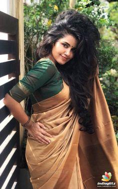 And it's damn hotttttt in Kerala 🔥 Tamil Actress Photos, Indian Film Actress, Beautiful Indian Actress, Beautiful Actresses, Indian Actresses, Hot Actresses, Saree Hairstyles, Modern Saree, Anupama Parameswaran