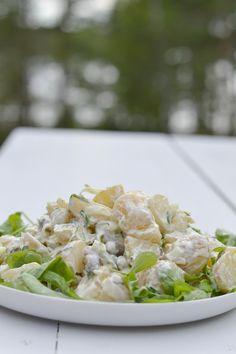 """width=""""730″> Suomalaiset uudet perunat saapuivat sopivasti kauppoihin ennen keskikesän suurta juhlaa Juhannusta. Meidän perheen Juhannus perinteisiin kuuluu ehdottomasti perunasalaatti. Perunasalaatti taisi olla jopa ensimmäinen ruoka, jota mieheni aikoinaan minulle valmisti. Viime viikonloppuna en malttanut odottaa... Risotto, Salad Recipes, Potato Salad, Food And Drink, Potatoes, Ethnic Recipes, Potato"""