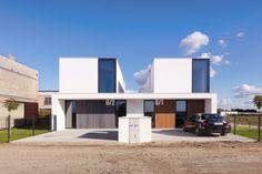 Dvojdomek - foto: Norbert Banaszyk Duplex House Design, Modern House Design, Semi Detached, Detached House, Houses In Poland, Double House, Duplex Apartment, Townhouse, Beautiful House Plans
