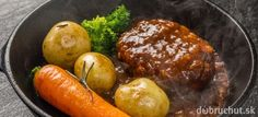 Steak z mletého hovädzieho mäsa s cibuľovou omáčkou