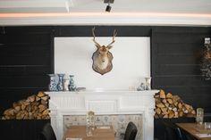 Grote voorraad geweien en naturalia te vinden op www.brocantiekdelinde.nl!! (Foto genomen bij restaurant Binnen in Drachten)