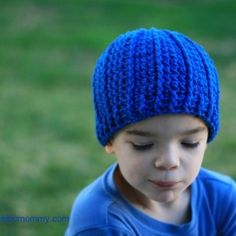 Keep your munchkins warm with this free crochet pattern.  Detailed photo tutorial and written pattern