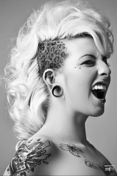 Hair-Mohawk Hyser look at this! Popular Hairstyles, Cool Hairstyles, Curly Hairstyle, Kopf Tattoo, Natural Hair Styles, Short Hair Styles, Weird Tattoos, Shaved Hair, Hair Photo