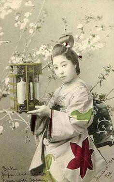 1906.....VINTAGE POSTCARD.....WOMAN HOLDING SAKE SET......NAGASAKI....PHOTOGRAPHER UNKNOWN......PARTAGE OF JUST LOVE JAPAN.....ON FACEBOOK.......