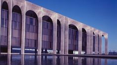 Palace of Planalto, Brasilia, Brazil, designed by Oscar Niemeyer in the 60s. Double click for another site with biographies of great Architects and astonishing buildings.
