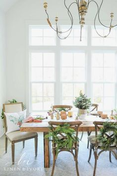 Rustic winter tablescape Farmhouse Style Decorating, Farmhouse Chic, Home Decor Inspiration, Decor Ideas, Room Ideas, Cozy Christmas, Christmas Wreaths, Christmas Decorations To Make, Holiday Decor