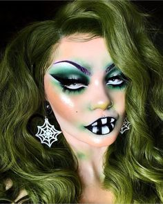 Beetlejuice Makeup, Beetlejuice Halloween, Disney Inspired Makeup, Disney Makeup, Amazing Halloween Makeup, Halloween Makeup Looks, Beetle Juice, Makeup Looks For Green Eyes, Blue Makeup
