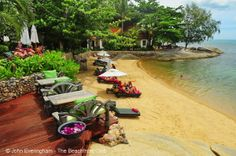 Romantic getaway? This looks like the place to escape to this weekend.. it's a little places in Koh Samui hidden away with a beach that no-one sees - Rocky's Boutique Resort.