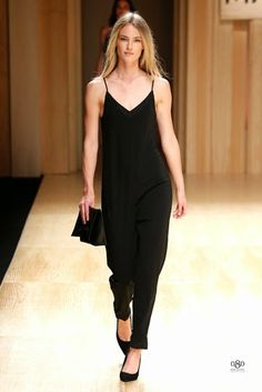 The Spanish fashion brand MANGO was the first which presented a collection during the edition of the fashion show Barcelona Mango Collection, Winter Collection, Fashion Brand, Fashion Show, Fashion Moda, Mango Presents, Moda Barcelona, Barcelona Fashion, Spanish Fashion