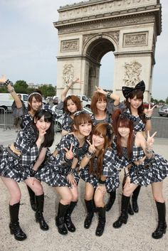 the only thing I can see is JunJun's bow. This was one of my favorite Morning Musume line-ups, with the addition of Kusumi Koharu