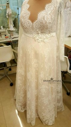 New vintage romantic plus size wedding dress with long sleeves