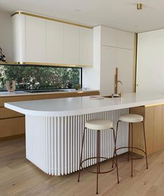 Regram of Balwyn North project. Featuring our Pale Oak boards, this beautiful kitchen finds balance between the minimal… Kitchen Interior, Home Decor Kitchen, Art Deco Kitchen, Kitchen Trends, Cheap Home Decor, House Interior, Kitchen Benches, Home Kitchens, Kitchen Design