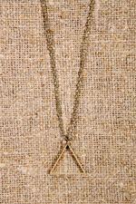collier-triangle-urban-outfitters http://www.blushmymind.net/selection-pour-offrir-des-bijoux-fantaisies-pour-noel/