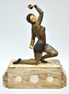 D. H. CHIPARUS - ''Dancer'' - Fabulosa e rara escultura art deco criselefantina francesa, circa 1930, confeccionada e bronze cinzelado e patinado e marfim esculpido._#Leilão Online hoje! Participe ao vivo a partir das 19h, imperdível!!  Repasse aos amigos!