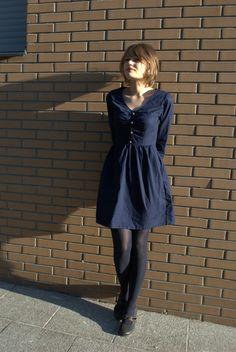A chaque rentrée  sa nouvelle tenue. J'aime les tenues d'automne, le mélange des robes légères,des écharpes toutes douces et des jolie...