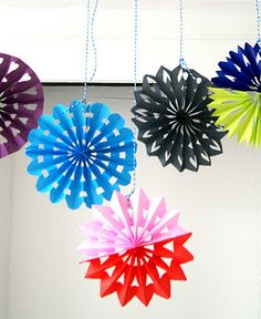 Great paper decorations tutorial.  We are sooo doing this - I love the 2 tone ones the best.