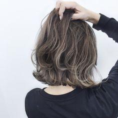New Hair Styles Bob Stylists Ideas Hair Lights, Light Hair, Pretty Hairstyles, Bob Hairstyles, Medium Hair Styles, Curly Hair Styles, Cabello Hair, Shot Hair Styles, How To Curl Short Hair