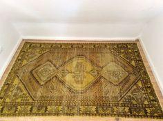 Der Teppich ist nahezu neu! Keine Druckstellen, keine Flecken - Top Zustand! Der Teppich wurde bei Vintage Carpets in England vor nicht einmal einem halben Jahr gekauft und hat knapp 500 Euro gekostet. Der angesagte Used-Look ist der Trend der Saison! Nicht verpassen!Farbe des Teppichs: Curry/Safran/BraunMaße: 150 (B) x 210 (L) cm