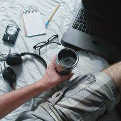Em casa: músicas, fotos, água, livros, Netflix, água, notas, procrastinação, calor, e mais água. #desafioprimeira