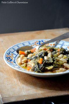 Soupe toscane { Chou kale, Chou frisé, Haricots blancs et pain rassis}