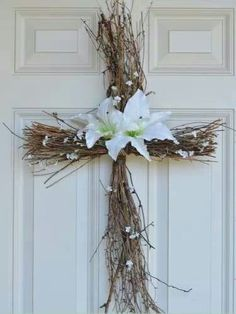 DIY Easter Decorations - Decor Ideas for the Home and Table - DIY Easter Cross Wreath - Cute Easter Wreaths, Cheap and Easy Dollar Store Crafts for Kids. Vintage and Rustic Centerpieces and Mantel Decorations. Spring Crafts, Holiday Crafts, Diy Osterschmuck, Easy Diy, Twig Crafts, Nature Crafts, Flower Crafts, Kids Crafts, Easy Crafts