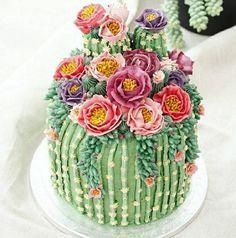 Blooming cactus cake
