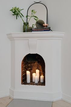 flameless candles in a fireplace | velas sin llama en una chimenea