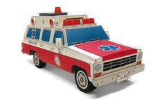 This vehicle paper model is a Chevrolet Suburban Ambulance, the papercraft is created by ABC, and the scale is in 1:24. You can download the papercraft mod