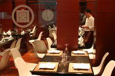 Janatomo (花友)  C/ La Reina, 27  28004 Madrid    Está en el barrio de Chueca, aunque en su carta también hay comida china, su «auténtica» comida japonesa es, sin duda, su gran atractivo, así como la relación calidad-precio que tienen sus productos.