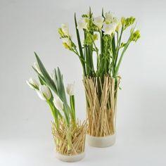 yau flori primavara 2014_frezii albe intr-un suport refolosibil YaU