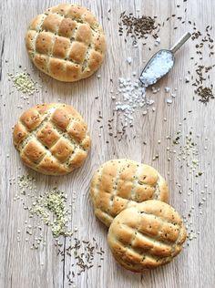 Pšenično žitné placky Hot Dog Buns, Bread, Cookies, Desserts, Food, Crack Crackers, Tailgate Desserts, Deserts, Brot