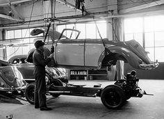 Cabriolet assembly in VW Karmann factory Volkswagen Germany, Volkswagen Bus, Vw Camper, Karmann Ghia Convertible, Vw Beetle Convertible, Berlin Museum, Kdf Wagen, Vw Group, Vw Vintage