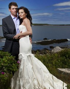 """American Idol"" judge Kara DioGuardi married Mike McCuddy on July 5, 2009 in Prospect Harbor, Maine. The singer-songwriter wore a Vera Wang gown for the mid-day vows which took place at the United Methodist Church in front of 30 guests. Vera Wang gowns are sold at The Bridal Salon at Saks Jandel."