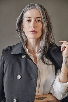 Grey White Hair, Long Gray Hair, Grey Hair Inspiration, Beautiful Old Woman, Hair Color And Cut, Ageless Beauty, Going Gray, Sexy Older Women, Madame