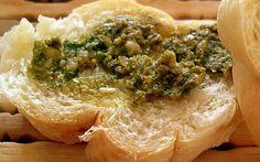 Pesto with Toast - http://www.pitadinha.com/