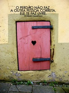 """Forgiveness does not make the other person right. it makes you free."" ( o perdão não faz a outra pessoa correta. More Than Words, Some Words, Stormie Omartian, God Is Good, Words Quotes, Gods Love, Forgiveness, Inspire Me, Street Art"