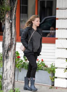 Pregnant Amanda Seyfried Out and About in Los Angeles  Read more: http://www.celebskart.com/pregnant-amanda-seyfried-los-angeles/#ixzz4Z7UyWg8m