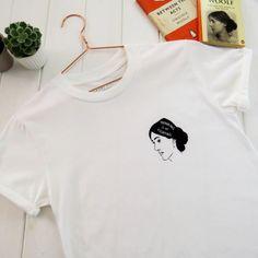 Eine lockere Passform unisex T-shirt Siebdruck mit einer Illustration von Virginia Woolf. Der perfekte Motto-t-Shirt für ein Buchliebhaber.  Denken ist mein Kampf-Virginia Woolf  Diese Hand gezeichnete Design wurde Siebdruck im Süden Englands, auf ein weiches weißes T-shirt aus 100 %