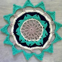 Learn to make a colorful, crochet mandala with this free pattern! thanks so xox  RIP Wink