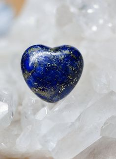 Lapis Lazuli best for Knowlege & Self Cultivation in Feng Shui Knowledge.  A stone of protection that may be worn to guard against psychic attacks, Lapis Lazuli quickly releases stress, bringing deep peace. It brings harmony and deep inner self-knowledge. Encourages self-awareness, allows self-expression and reveals inner truth, providing qualities of honesty, compassion and morality to the personality. Stimulates objectivity, clarity and encourages creativity