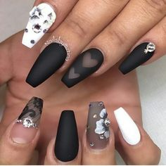 @nailsbymztina beautifully done gradient of light and dark colors.